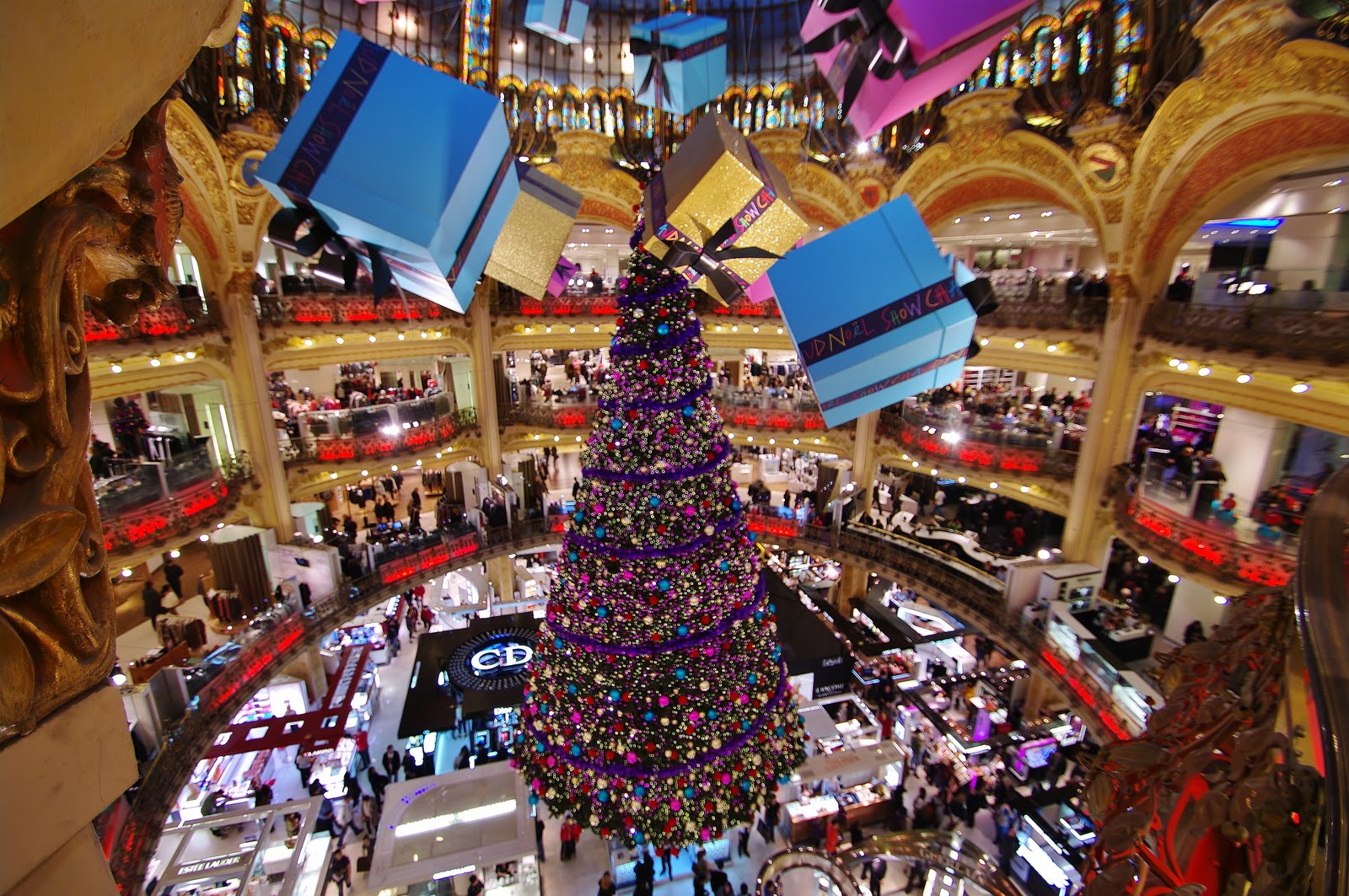 How stores are manipulating you with music geeks and for Retail christmas decorations ideas